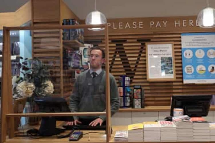 فروش شگفت انگیز کتاب در هفته اول بازگشایی کتابفروشی های بریتانیا