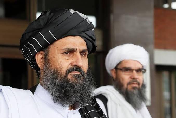 خبرنگاران هیات طالبان با دستور کار صلح افغانستان راهی پاکستان شد