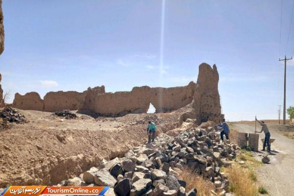 شروع فاز اول عملیات بازسازی قلعه تاریخی روستای برکوه